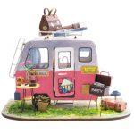 Happy Camper Wooden DIY House