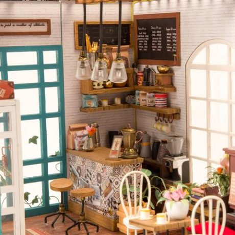 Simons Coffee Wooden DIY House – inside