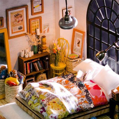 Alices Bedroom Wooden DIY House – accessories